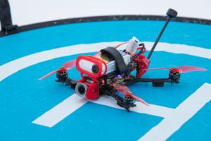 Drone FPV léger pour cinématique dynamique à proximité de personnes